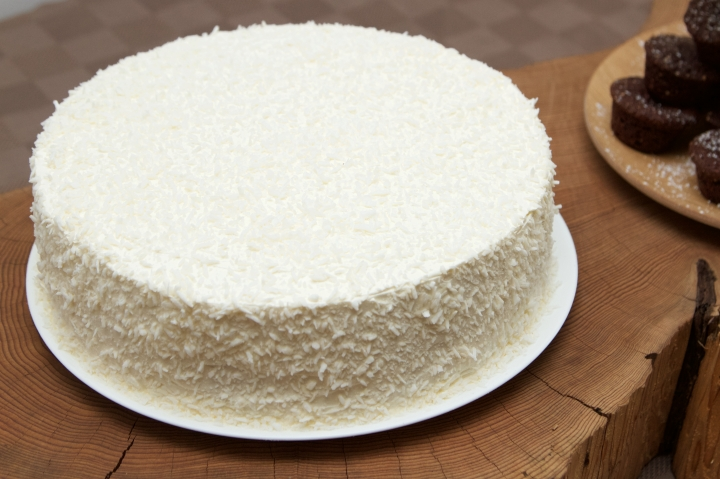 Coconut flavoured sponge with lemon-vodka curd filling and lemon buttercream icing, covered in shredded coconut.